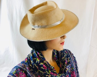 Hat 1950s Cowgirl Cowboy Hat Mid-Century Rockmount Light Tan Wool Hat with  Weatherizing and Silver Trim 5e046bff04d3