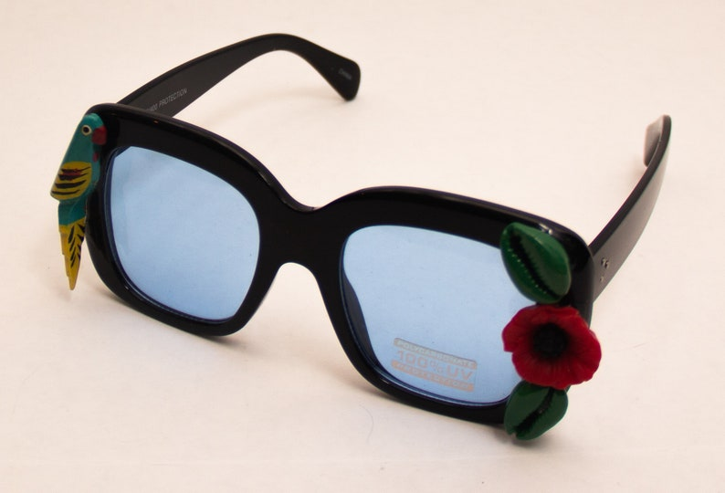 Miami Parrot and Flower cowry oversized sunglasses image 0