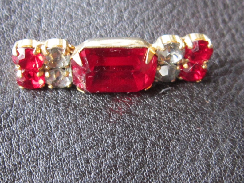 Vogue red crystal pin clear red rhinestones lovely brooch 1 34