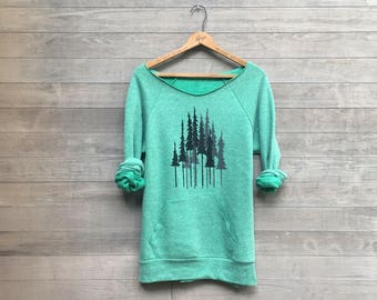 Into the Forest i go Hiking Shirt, Pine Trees Sweatshirt, Gift for a Nature Lover, Forest Shirt, Green Sweater, Cozy Sweatshirt