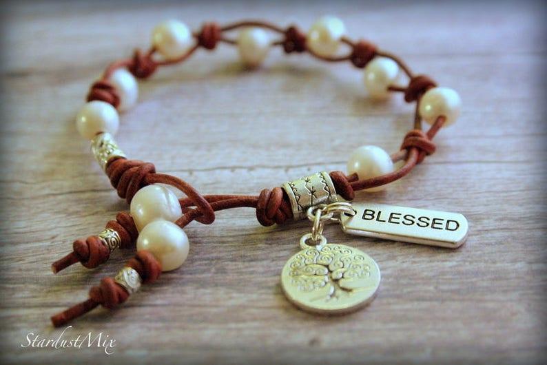 ca1c2fbd4da3 Pulsera de cuero y perlas pulsera de cuero de las mujeres pulsera de las  señoras boho pulsera de verano del festival pulsera océano playa