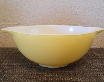 Beautiful! Pyrex Town & Country 443 Butter Yellow Cinderella Mixing Bowl