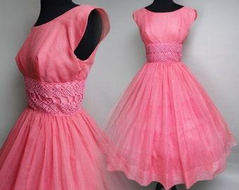 Vintage 1950s Dress//50 Dress//Scalloped Sleeves//Pink//Lace//Chiffon//Full Circle Skirt