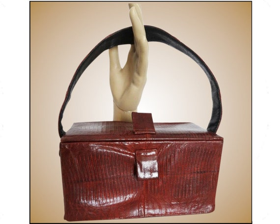 Vintage 1940s purse  . Red Snakeskin  . Box Purse