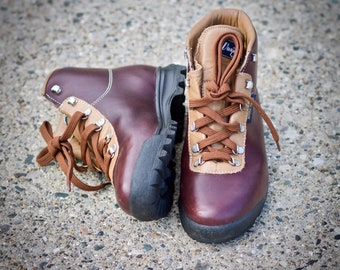 Skiing Ski Sherpa Boots 1970s SKYWALK Durable Brown Waxed Leather Collectible Boots size Eu 37  UK 4 US Women 6.5 Rare Tracker Boots 70s