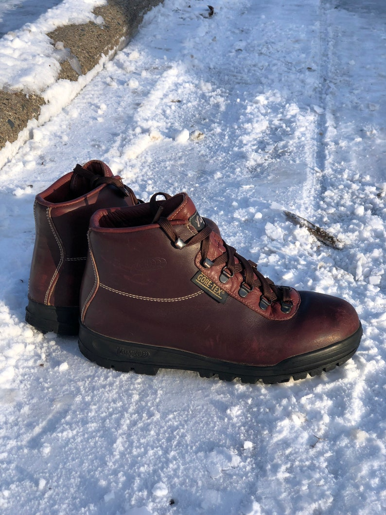 0fa9de9a243 Amazing vintage Vasque Sundowner Hiking Boots - Made in Italy in 1995 -  Waterproof - women's size 9 - may fit trans or small mens