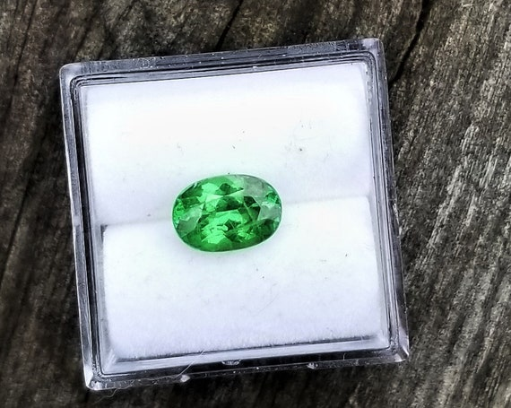 Green Garnet 1.55cts Precision Cut 8.3x5.8MM Oval