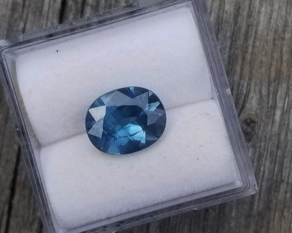 Montana Sapphire Over 2 Carats Size 9.1x7.4MM Oval