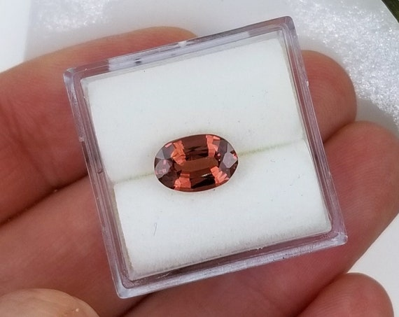 Apricot Spinel 1.43cts Oval