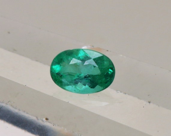 Emerald 6.6x4.6mm Oval