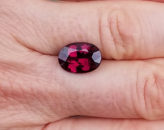 Rhodolite Garnet 4.70cts Oval. January Birthstone