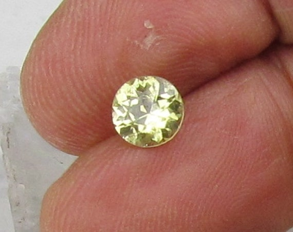 Chartreuse Sapphire 6.5 MM Round Precision Cut