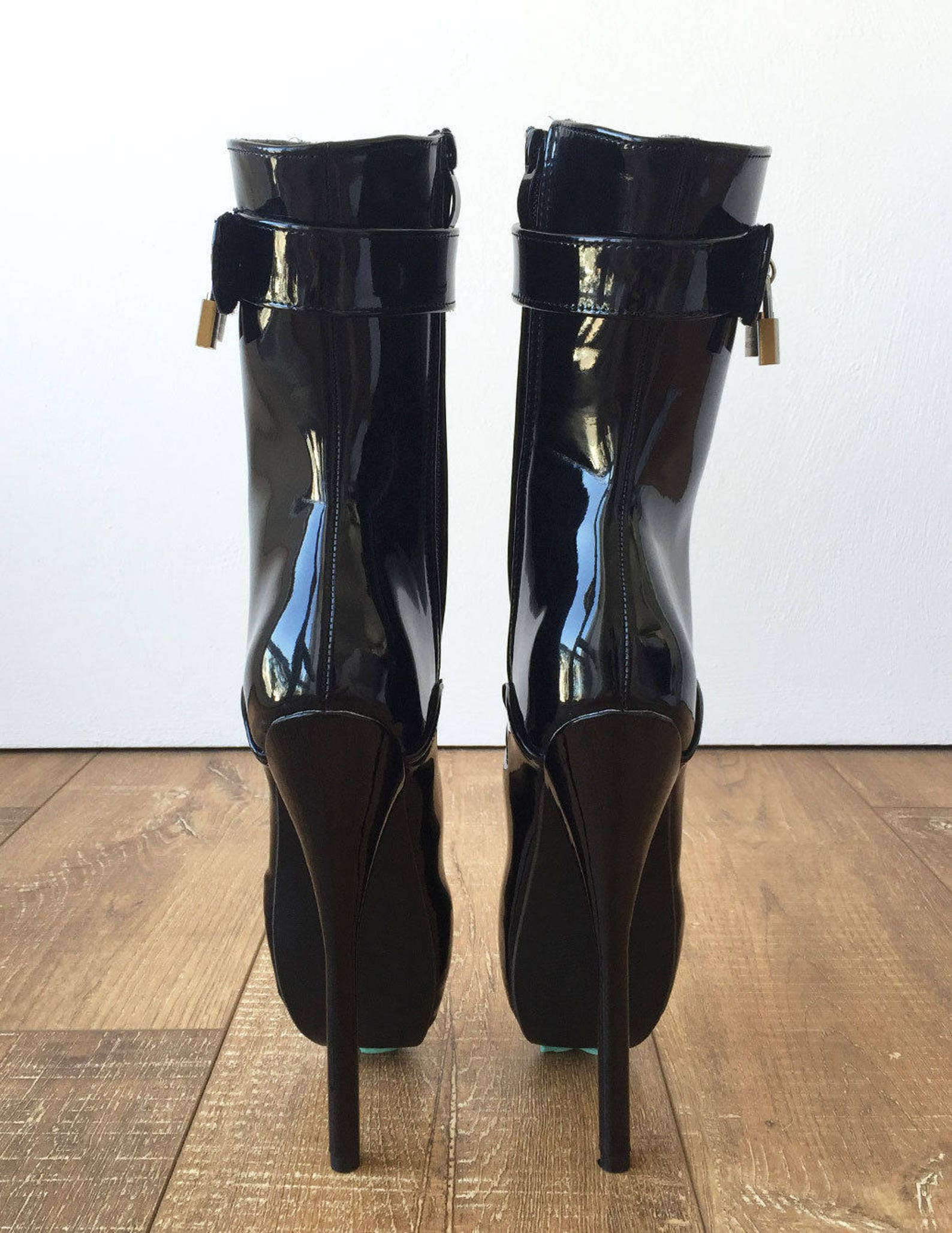 18cm fetish ballet pinup double padlock lockable role play slave patent boot