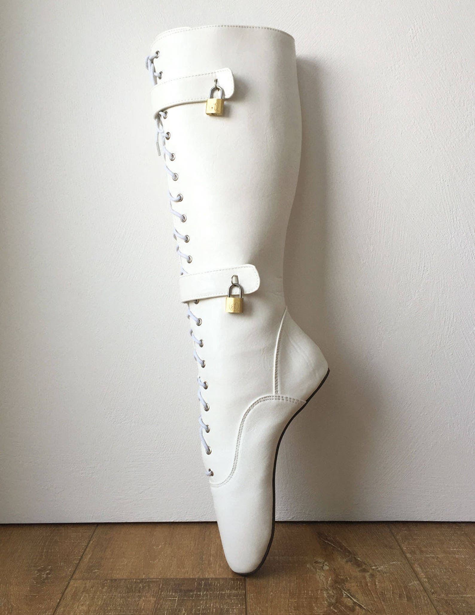 qua lockable heelless lace up knee ballet fetish boots 4 padlock white matte