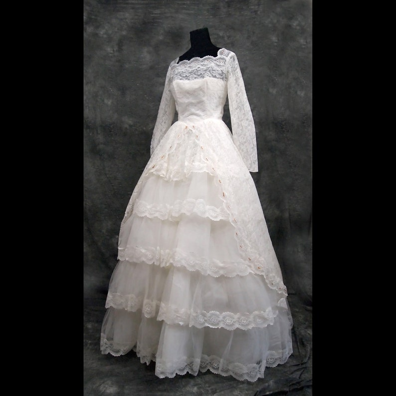 White Vintage Wedding Dress Ballgown Princess Style 60s M image 0