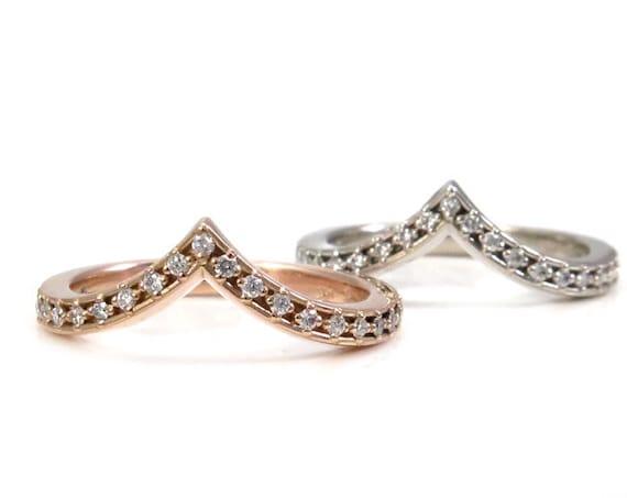 Star Diamond Chevron Wedding Band - Tiny Diamond Pointed Stacking Gold Ring