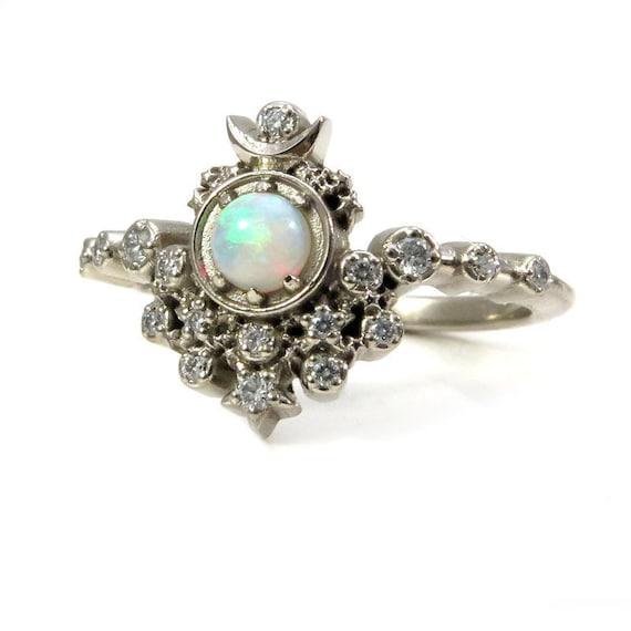 marque populaire le prix reste stable quantité limitée Bague de fiançailles sorcière lune - australien opale et diamants avec  Stardust