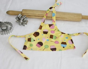 Everyone Loves Cupcakes Doll Apron - yellow