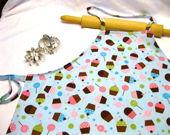 Everyone Loves Cupcakes Adult Apron