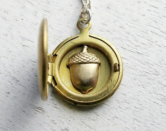 Personalized Locket, Fall Wedding Gift, Bridesmaid Gift, Initial Necklace, Acorn Necklace, Autumn Wedding, Peter Pan, Bridesmaid Necklace