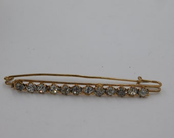 Vintage  Gold Tone Costume Jewelry Pin or Brooch with  White Rhinestones  Dr 32