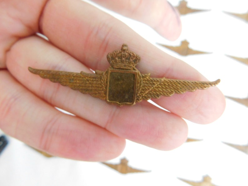 ONE Vintage British Military Pilots Wings Badge Cast Box FDGS