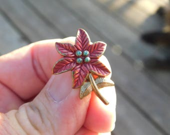 Vintage Poinsettia Metal Pin or Brooch Costume Jewelry    Dr27