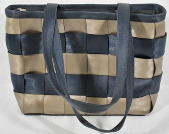 7c1999fd46b1 Harveys Seatbelt Bag