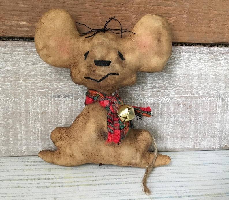 Christmas Mouse Ornament or Bowl Filler / Small Primitive image 0