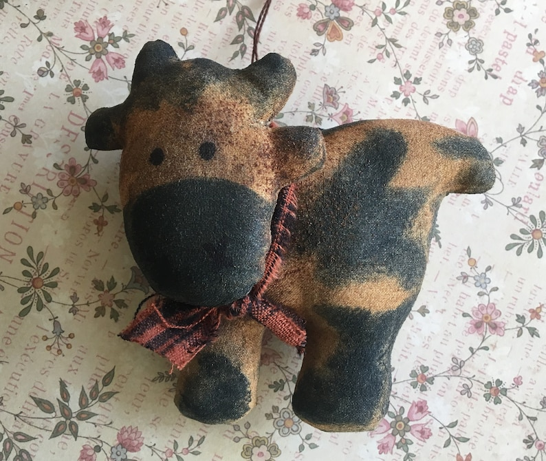 Primitive Cow Christmas Ornaments / Animal Ornaments / Cow image 0