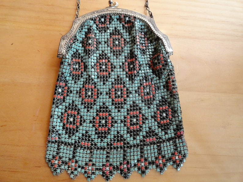 Vintage 1920s to 1930s Turquoise BlueRedSilver Tone Whiting and Davis Colored Mesh Small Wrist Purse Metal Women/'s Accessory Kiss Lock