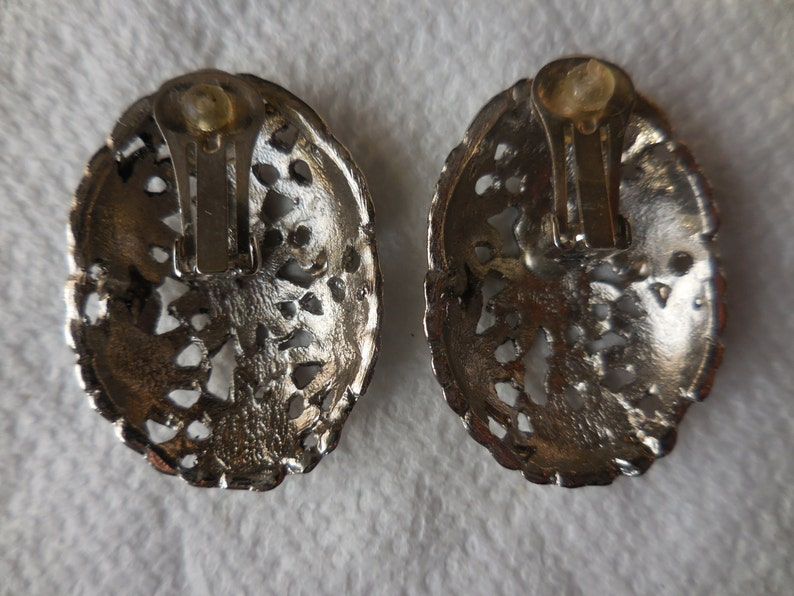 Vintage Silver 1970s to 1980s Tone Oval Metal Open Work Flower Design Clip on Earrings Large Retro Non Pierced