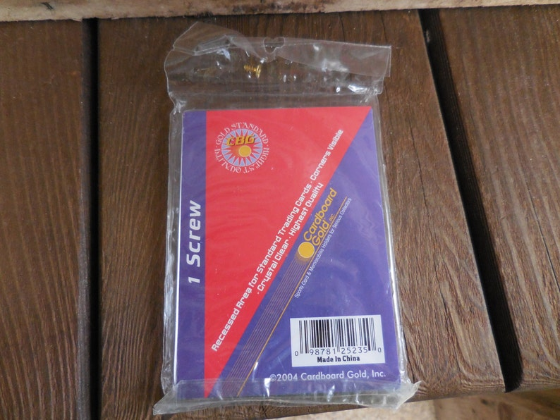 Cardboard Gold 1 Screw Recessed Area For Standard Trading Cards Crystal Clear Baseball Card Holder Nip 2004