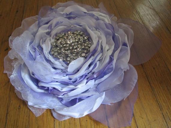 Hochzeitstorte Topper Grosse Stoffblume In Weiss Lila Lavendel Etsy