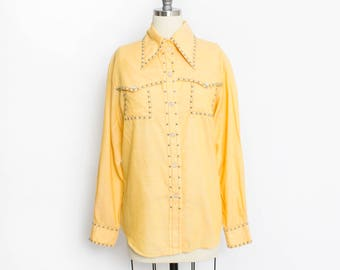 9781655554535 Vintage 1960s Studded Blouse - Yellow Western Snap Button Up Shirt Top -  Large