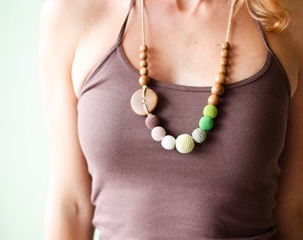 Green and Brown Gradient Nursing Necklace / Teething Necklace for mom to wear - oak wood