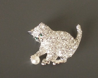 Beadwoven Brooch Adorable White Mouse Pin Animal Creature Year of the Rat Gift for Her Embroidered Mouse Halloween Gift by enchantedbeads