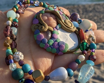 Mermaid Slumber gem. shell and pearl beaded necklace