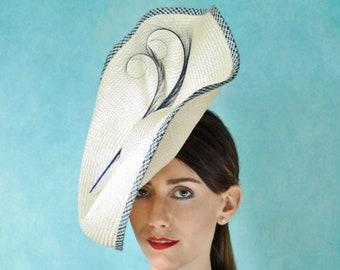 f1b0793c268 Elfenbein Buntal Stroh Sommer große Percher Hut mit Federn (Hochzeiten