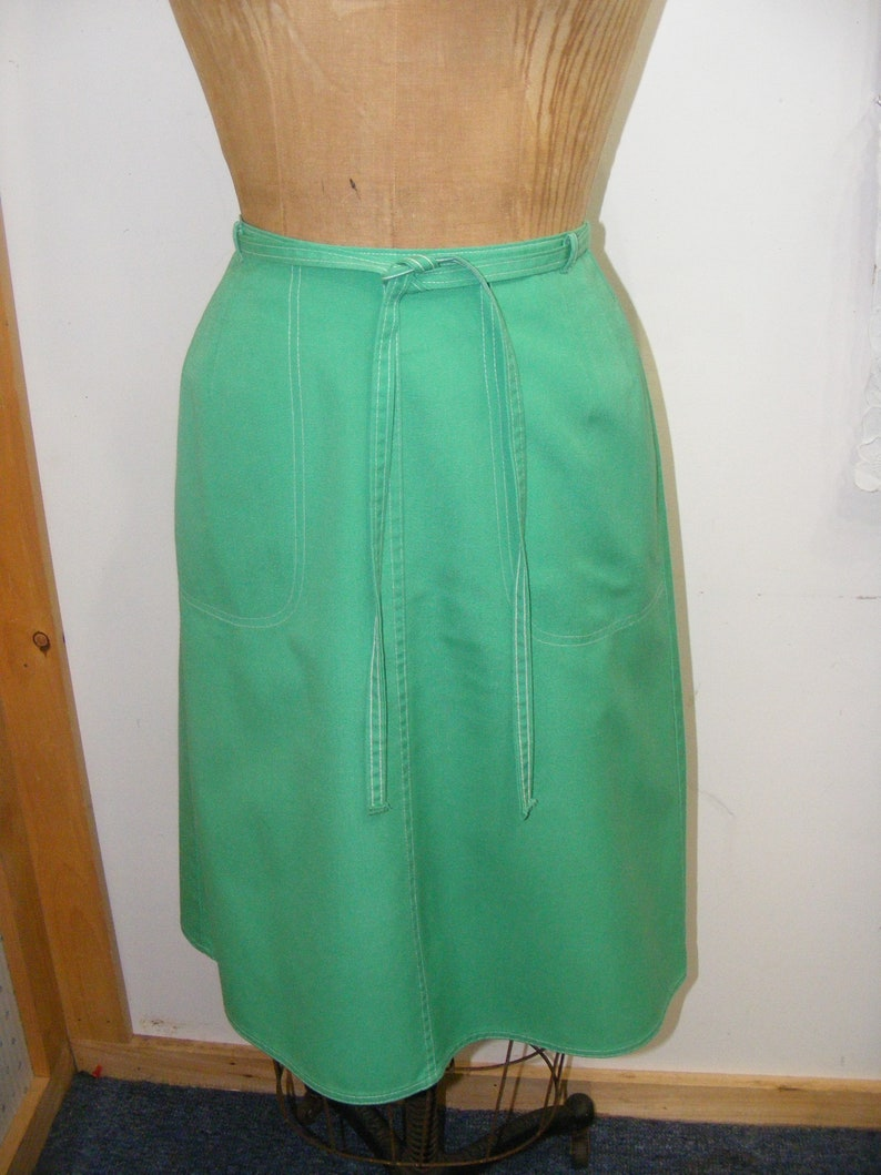 81e065e1249 1970s Wrap Skirt KORET Kelly Green Poly Cotton Large Front