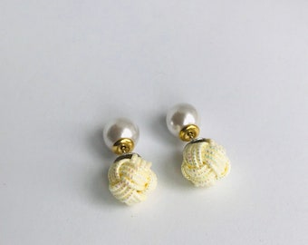 Ball knot earrings <shiny yellow>