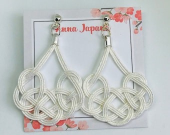 Large earrings <white>