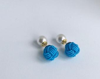 ball knot earring < blue >