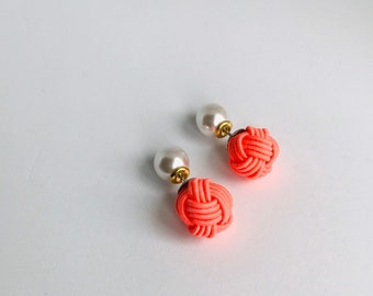 ball knot earrings < coral pink >