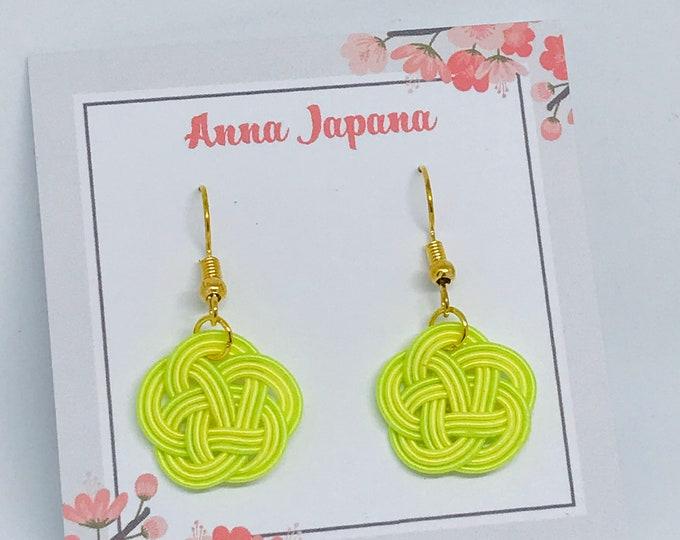plum flower < Yellow x green>