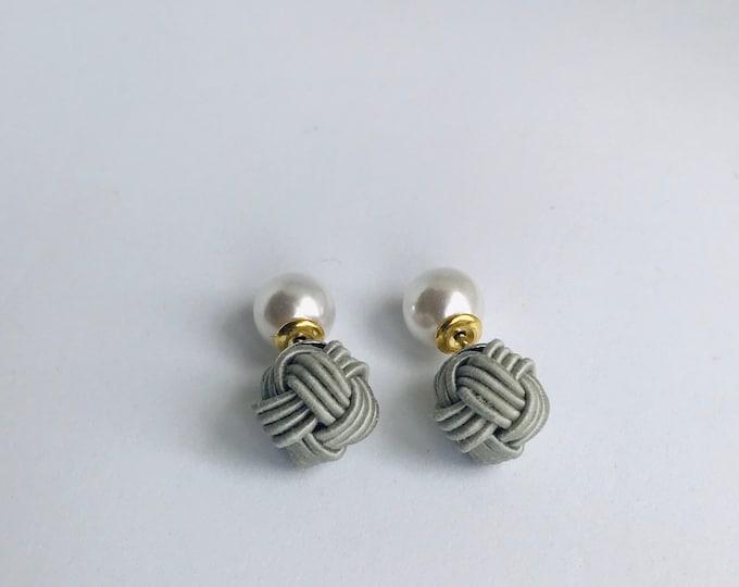 ball knot earrings <gray>