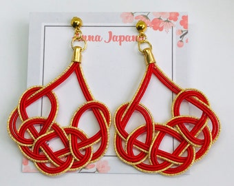 Large earrings < red >