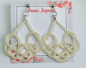 Large earrings < silver >
