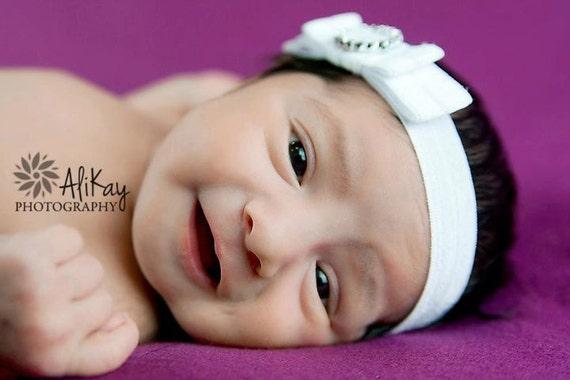 Arco de satén blanco puro de bebé de niña bautizo diadema Bautizo Boda Hairband