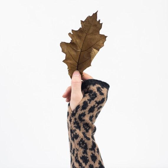 Leopard wristwarmers